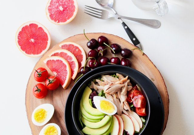 Makan Makanan Yang Sehat dan Bergizi